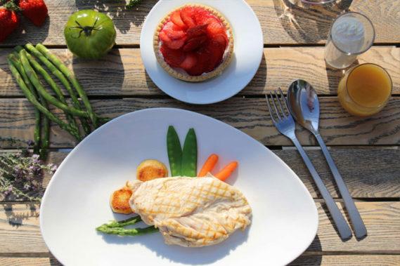Des plateaux repas cuisinés avec des produits locaux et français